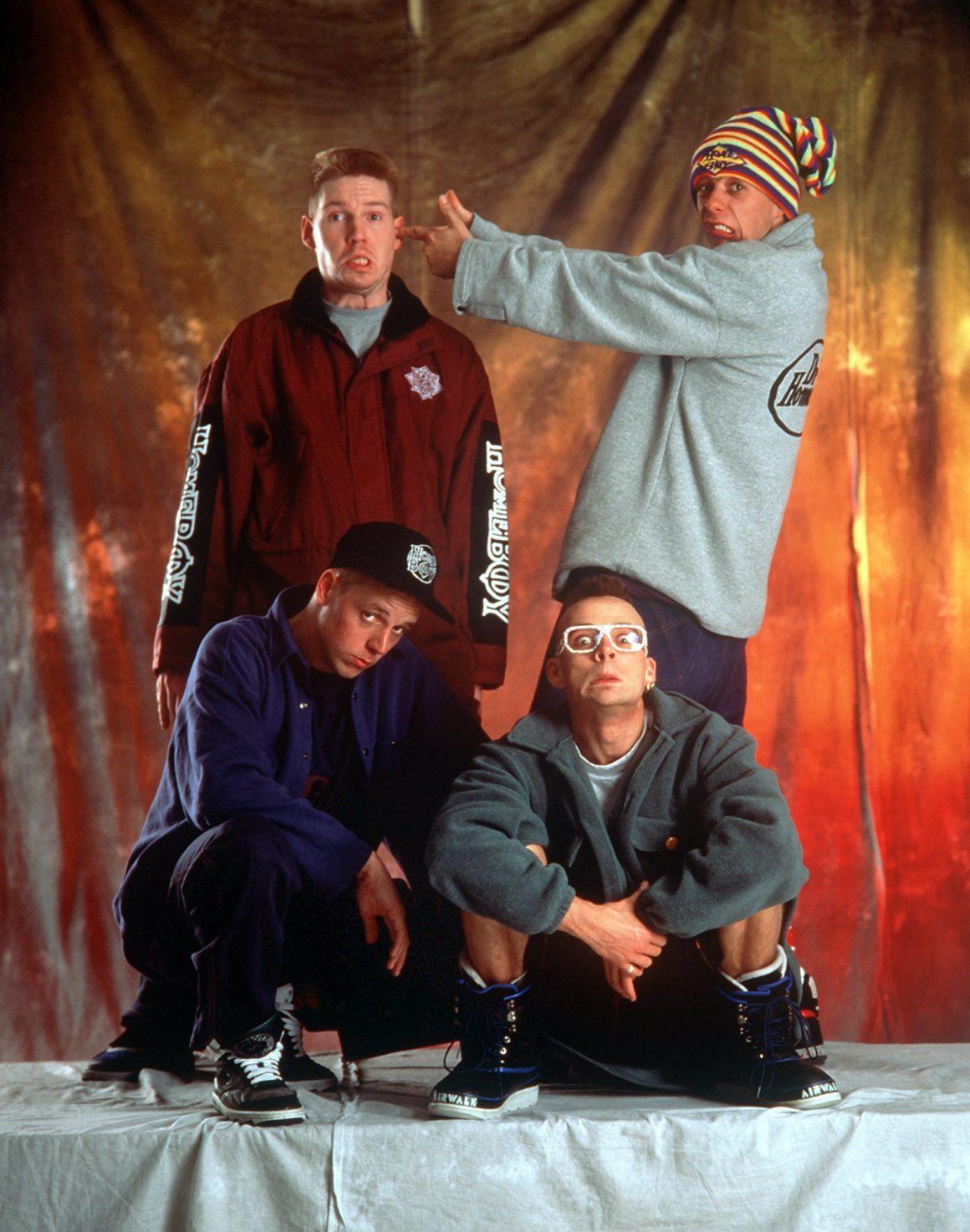 Die Fantastischen Vier schneiden als junge Männer Grimassen