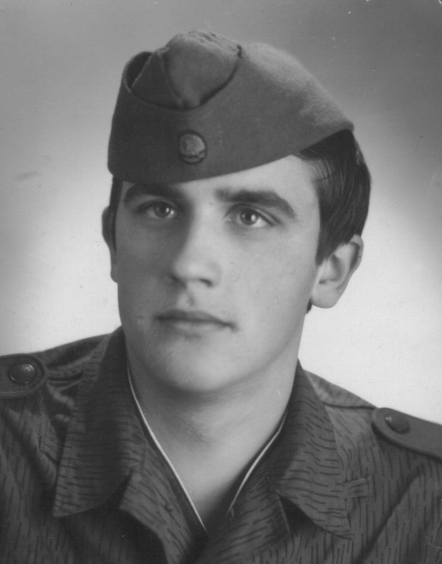 Rudi Siegmund im alter von 18 Jahren als Soldat der Nationalen Volksarmee.